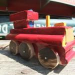 Selbstgebaute Holzfahrzeuge